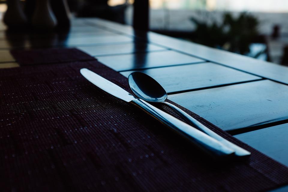 Quédese a comer en uno de los restaurantes que bordean la ruta.
